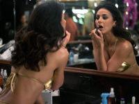 Девушка заходит в бар